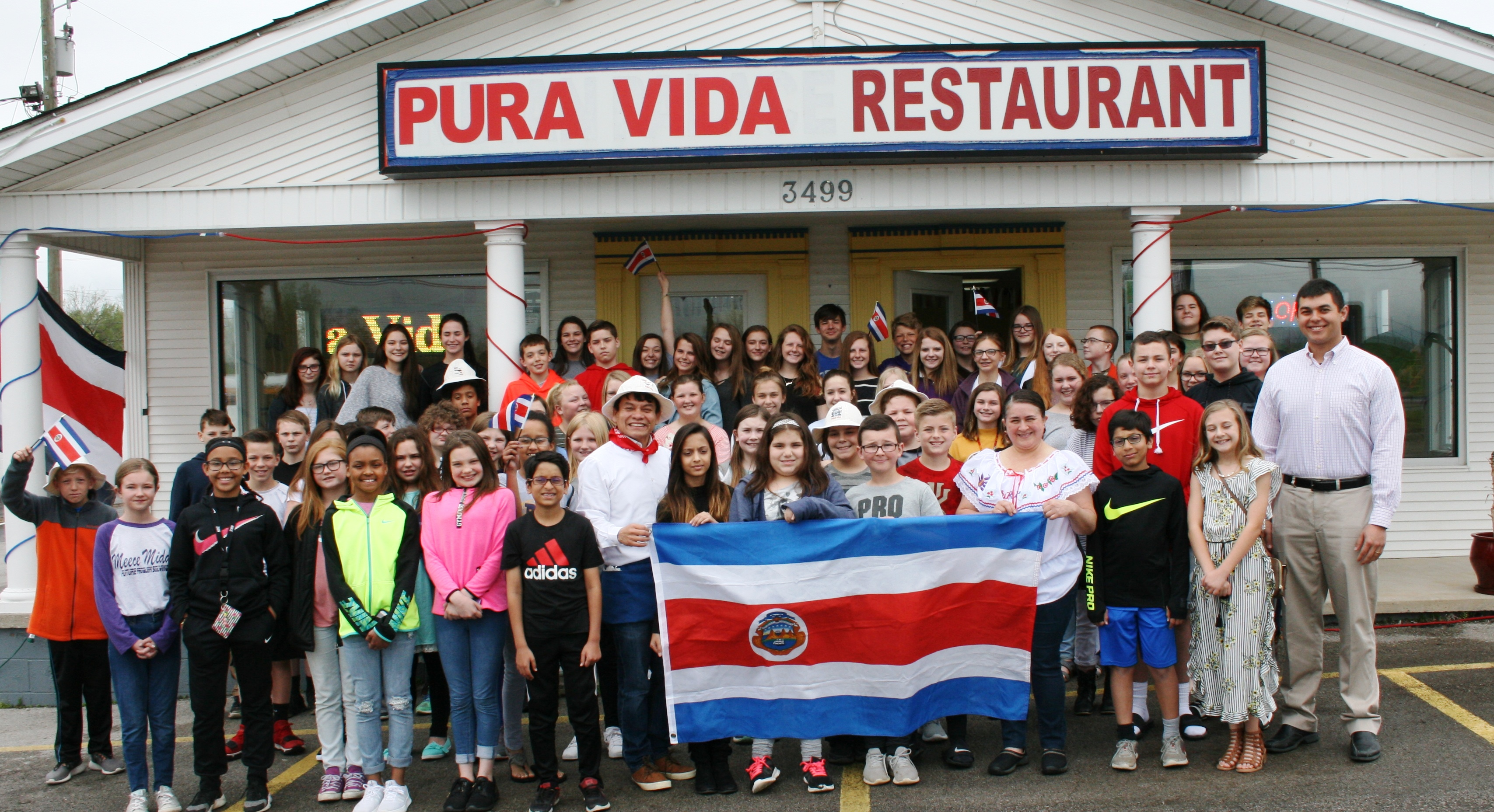 ¡Señor Schroer's Spanish classes are Pura Vida!